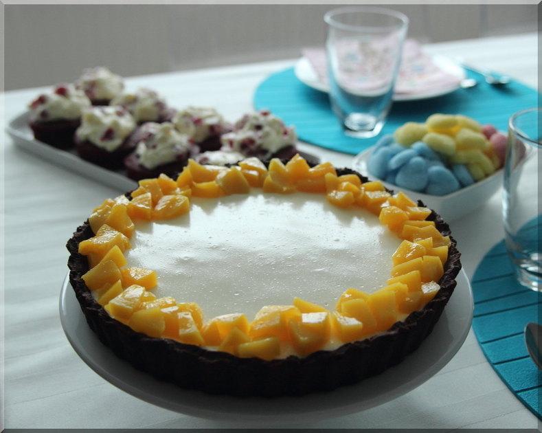 geburtstags kaffeetisch mit frischk se pfirsich torte. Black Bedroom Furniture Sets. Home Design Ideas