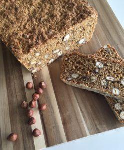Weizenvollkornbrot mit Möhren und Haselnüssen