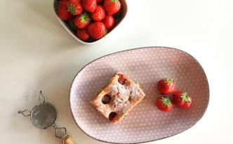 Blondies mit Erdbeeren