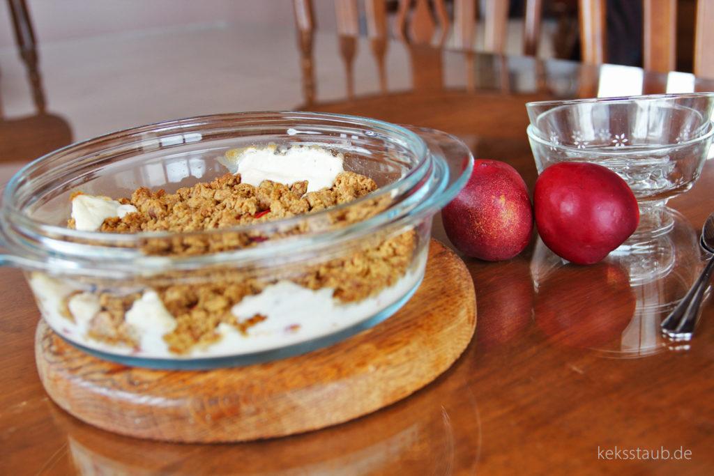 Frisch aus dem Ofen Nektarinen Joghurt Crumble