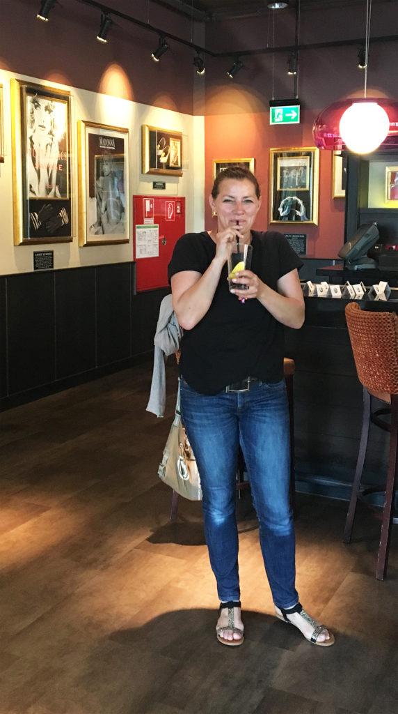 Emilia von Emiliaund die Detektive beim Blogger vis a vis im Hard Rock Cafe Köln