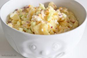 Kartoffelsalat mit Gurke Ei Zwiebeln Mayonnaise und Miracel Whip