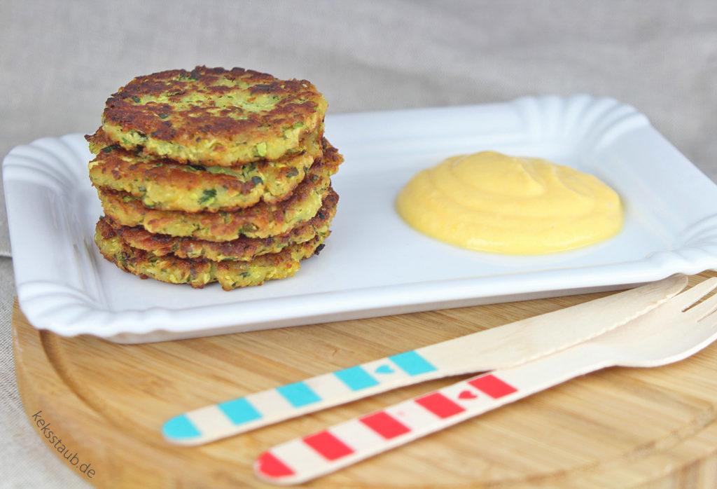 zuccini-ricotta-puffer-mit-kuerbis-joghurt-mus meinthermo - meinZaubertopf