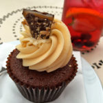 Peggy-Porschen-London-Schoko-Cupcake-Keksstaub