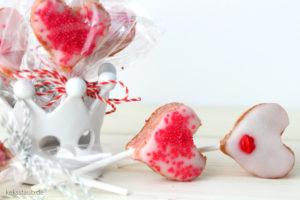 Pink-Velvet-Herzchen-Lollis_Thermomix_Valentinstag_keksstaub