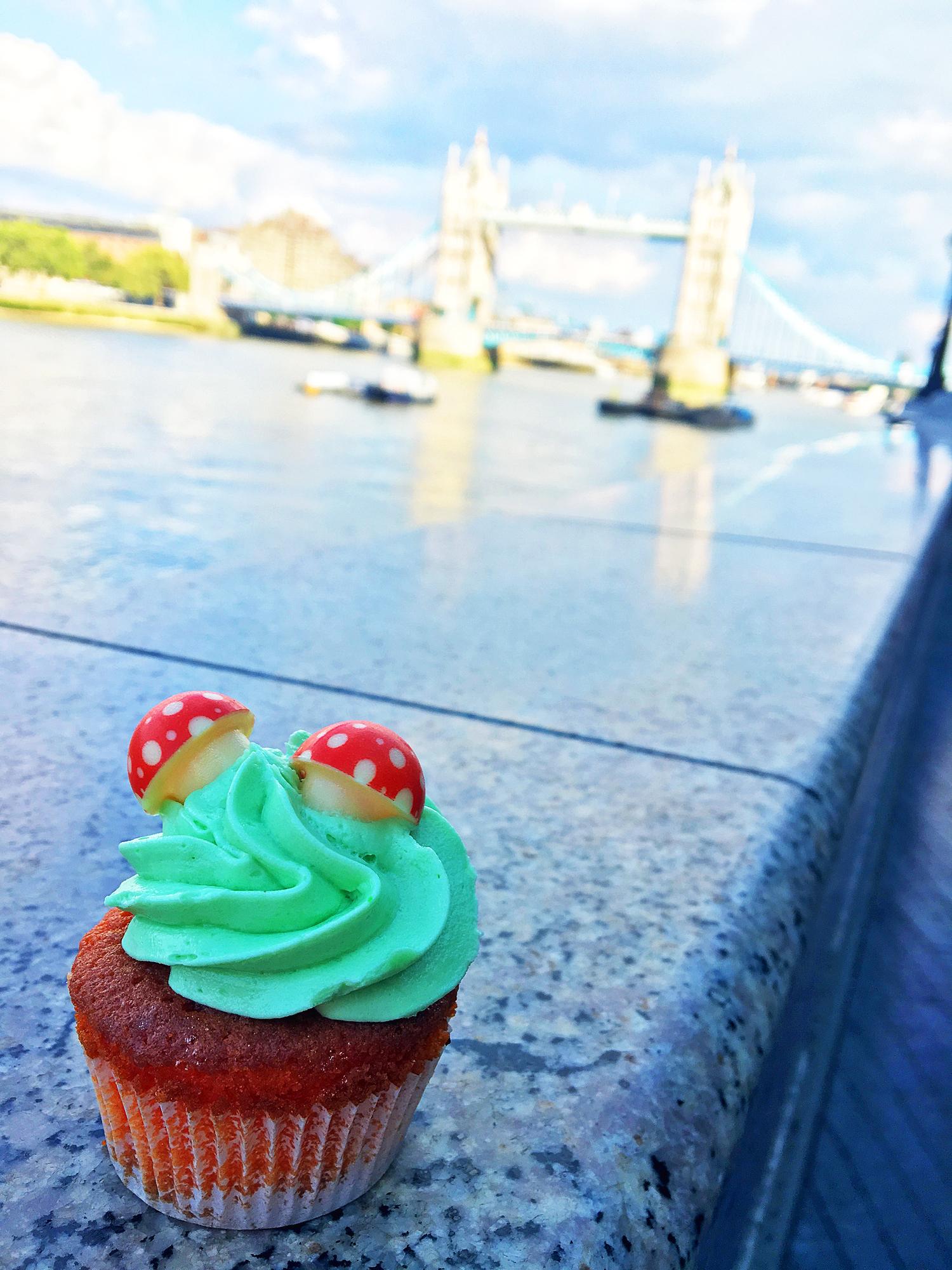 afternoon-tea-london-cupcake-vor-tower-bridge