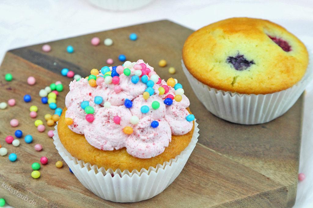 Frischkäse-Beeren-Muffins-und-Cupcakes-mit-Zucker-und-Zuckerfrei