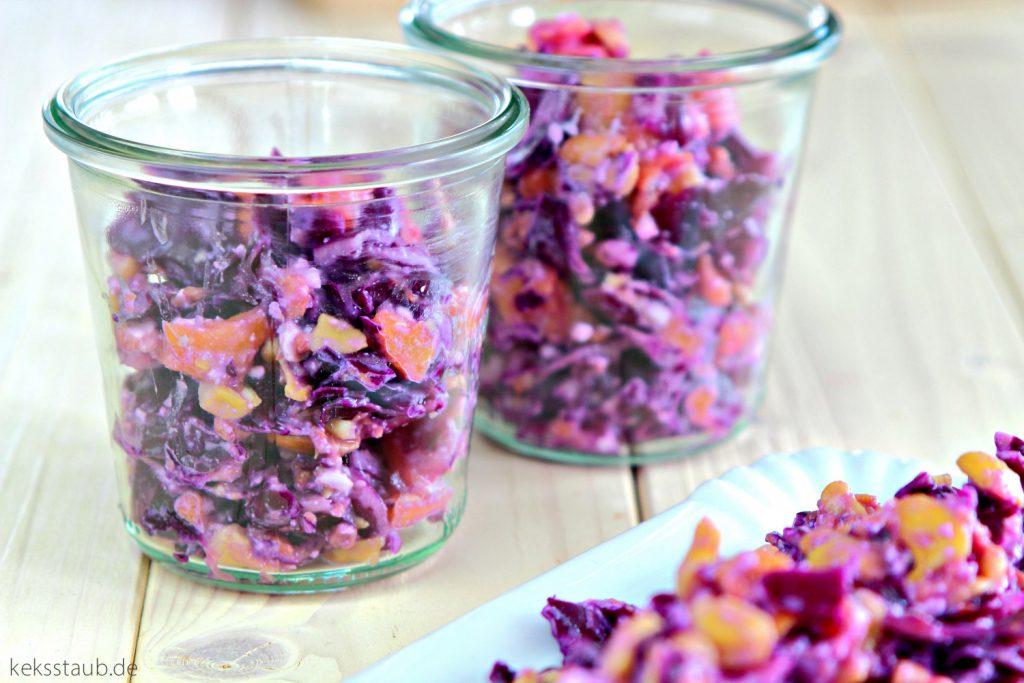 Rotkohlsalat-mit-Pfirsichen-aus-dem-Thermomix-keksstaub
