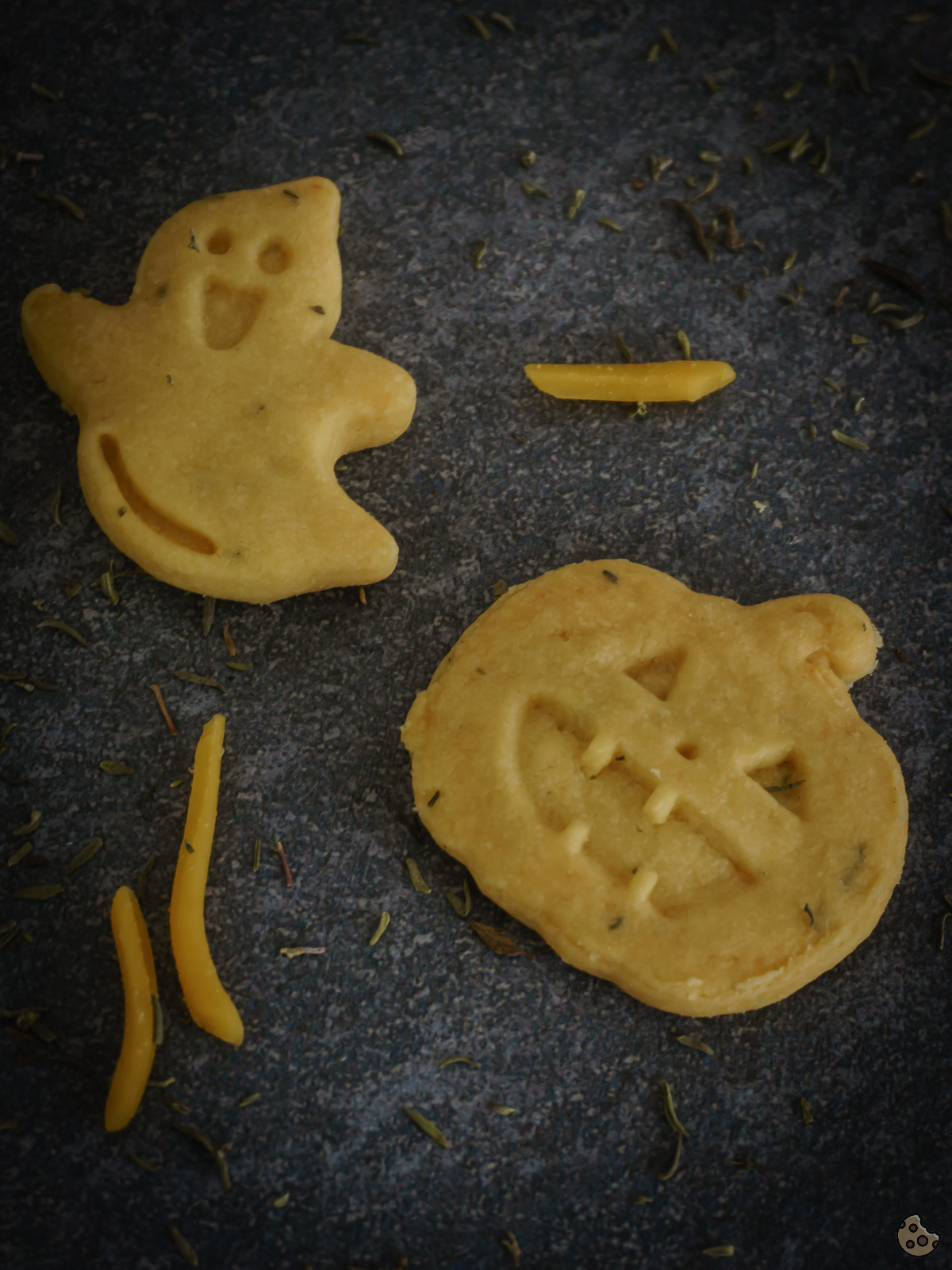 Herzhafte Käse Knoblauch Kekse zu Halloween von Keksstaub