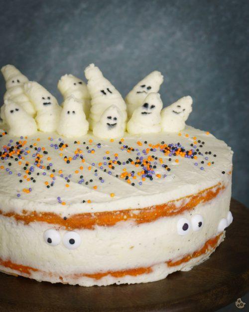 Kürbis Torte mit Geisterbesuch zu Halloween von Keksstaub
