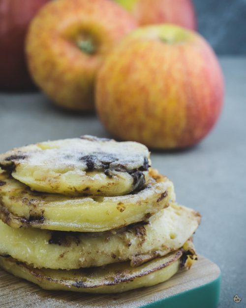 gebackene Apfelringe mit Schokostückchen von keksstaub sind die besseren Apfelpfannkuchen